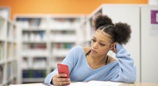 girl-bored-phone