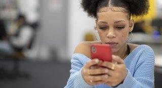 worried-girl-reads-phone