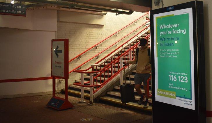 Stockport Railway Station Platform 1+2.jpg