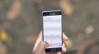man-hand-phone.jpg